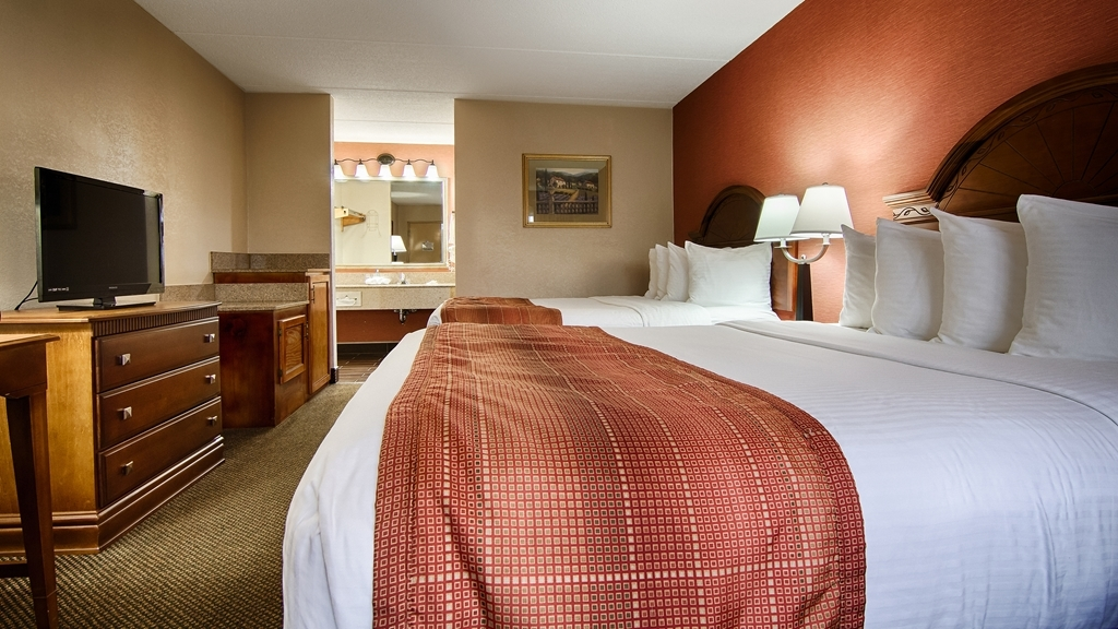 Best Western Celebration Inn & Suites - Sink in to the comfort of a pillowtop bed in our standard double queen guest room.