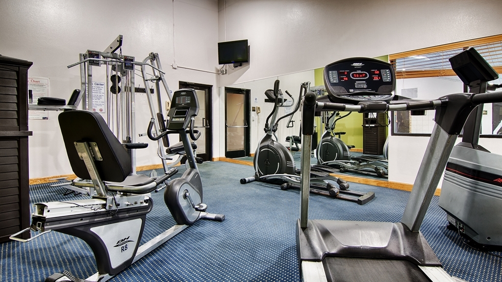 Best Western Celebration Inn & Suites - Stay in shape while away! Our fitness center boasts a universal gym, stair stepper, treadmill and a stationary bike.