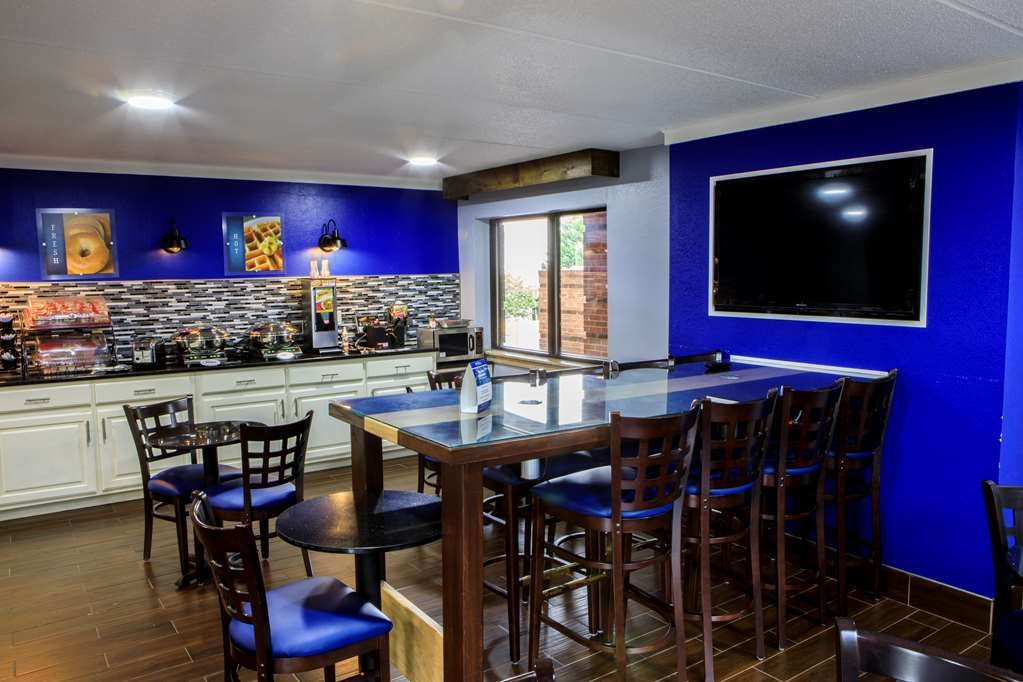 Best Western Celebration Inn & Suites - Breakfast Area