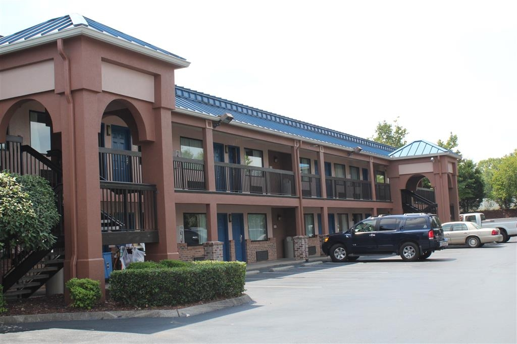 Best Western Chaffin Inn - We offer free on-site parking for your car, truck or RV.