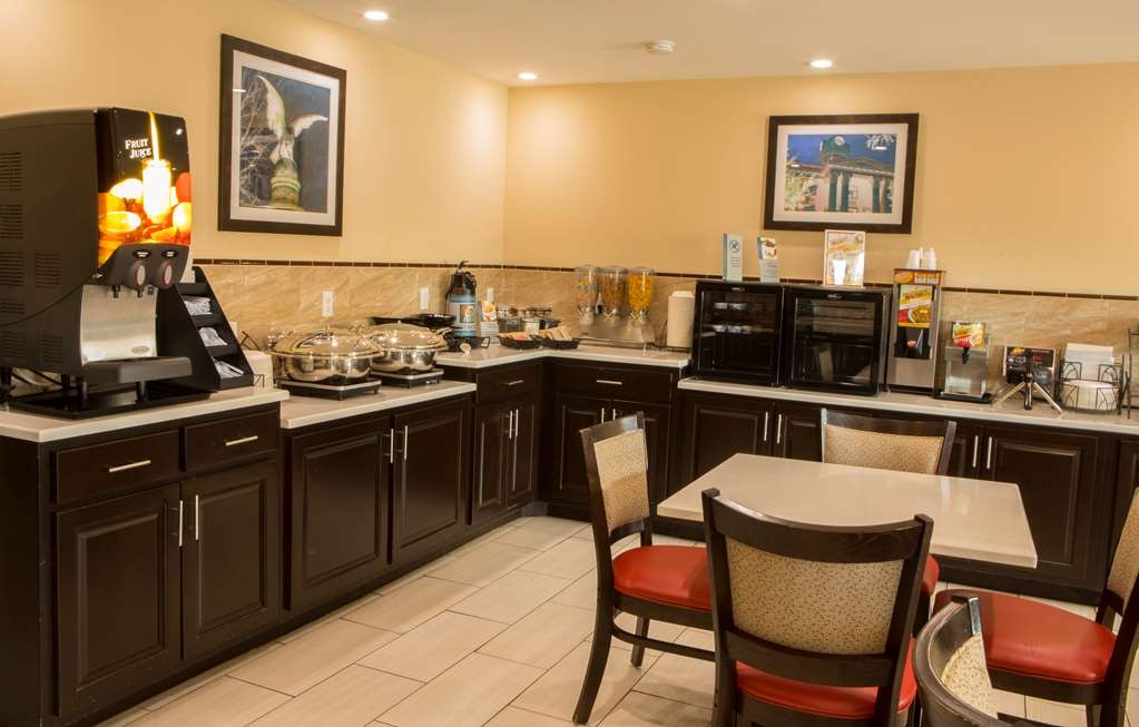 Best Western Chaffin Inn - Enjoy a balanced and delicious breakfast with choices for everyone!