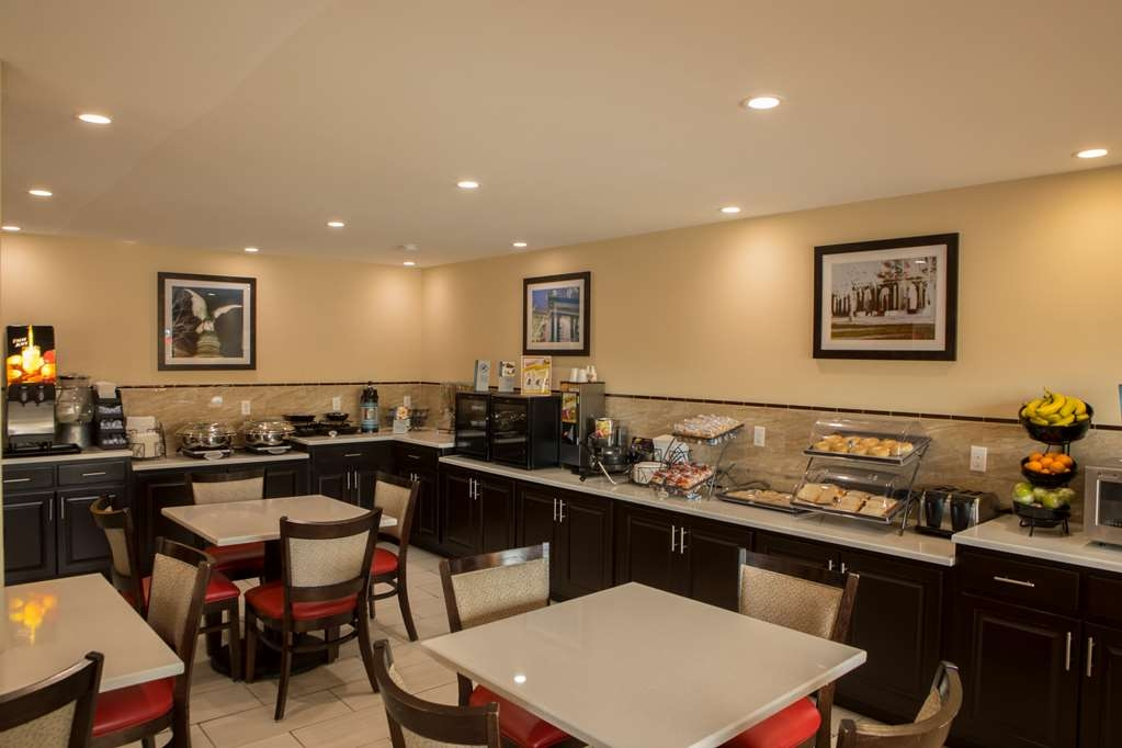 Best Western Chaffin Inn - Rise and shine and enjoy a delicious hot breakfast!