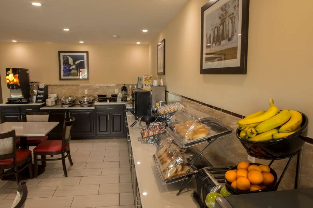 Best Western Chaffin Inn - Enjoy a variety of fresh fruits and pastries