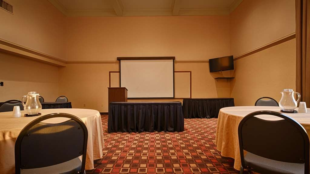 Best Western Plus Cedar Bluff Inn - Our professional staff is here to go above and beyond your expectations to ensure your meeting is perfect.