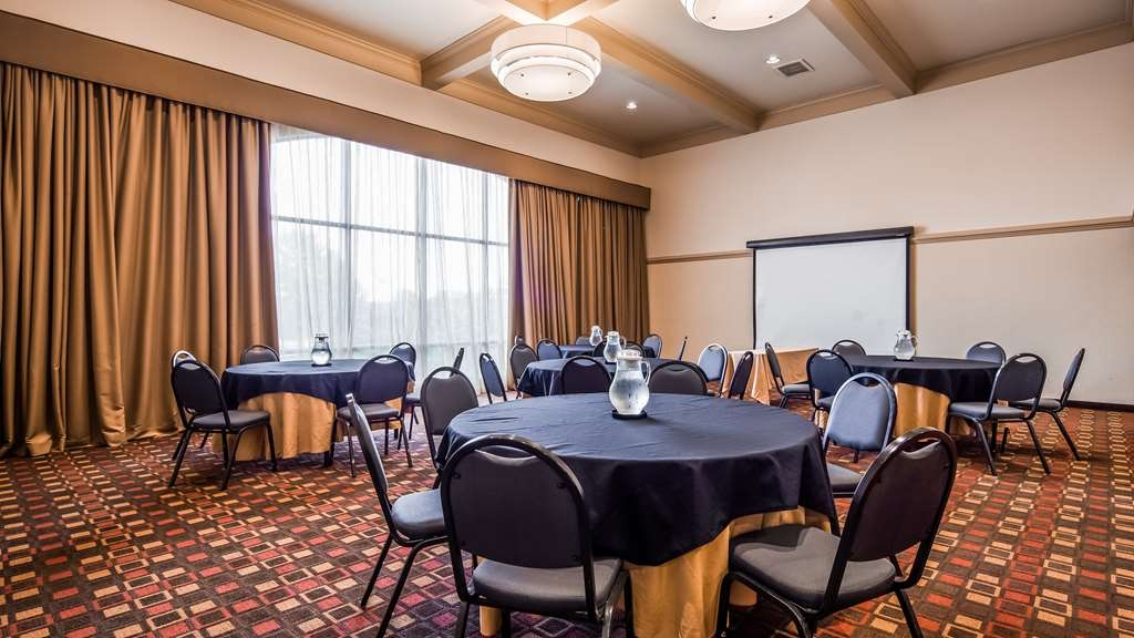 Best Western Plus Cedar Bluff Inn - Sala de reuniones