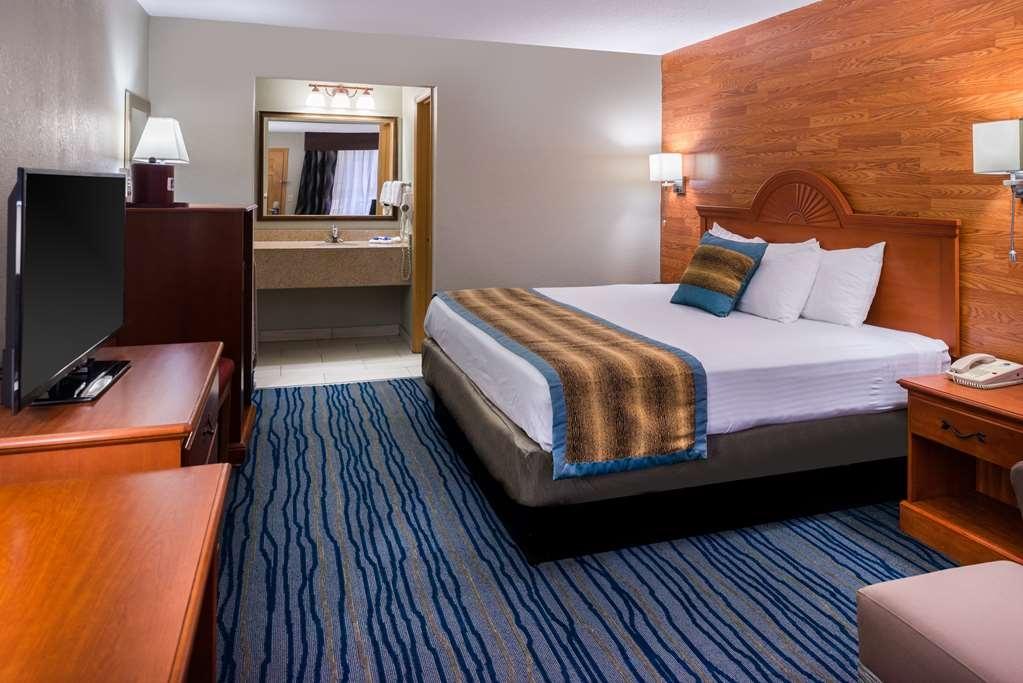 Best Western Inn - king bed guest room