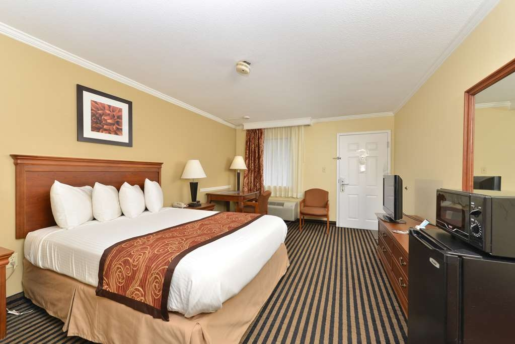 Best Western McKenzie - King Size Bed with Microwave, Refrigerator, and HD TV