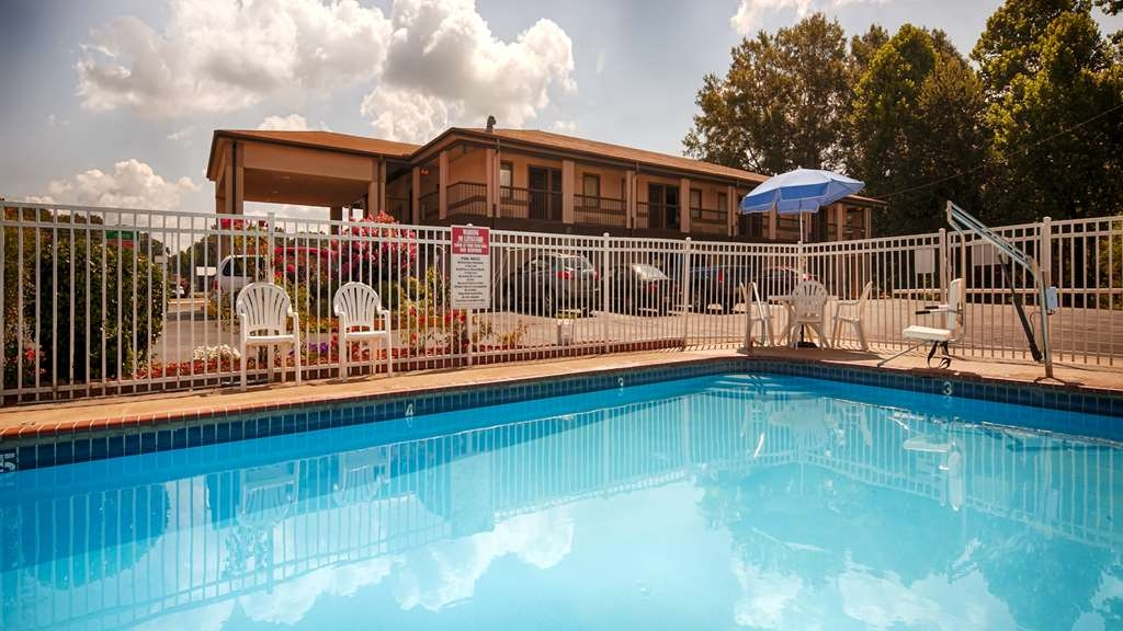Best Western McKenzie - The water is refreshing in our outdoor swimming pool! Open seasonally.