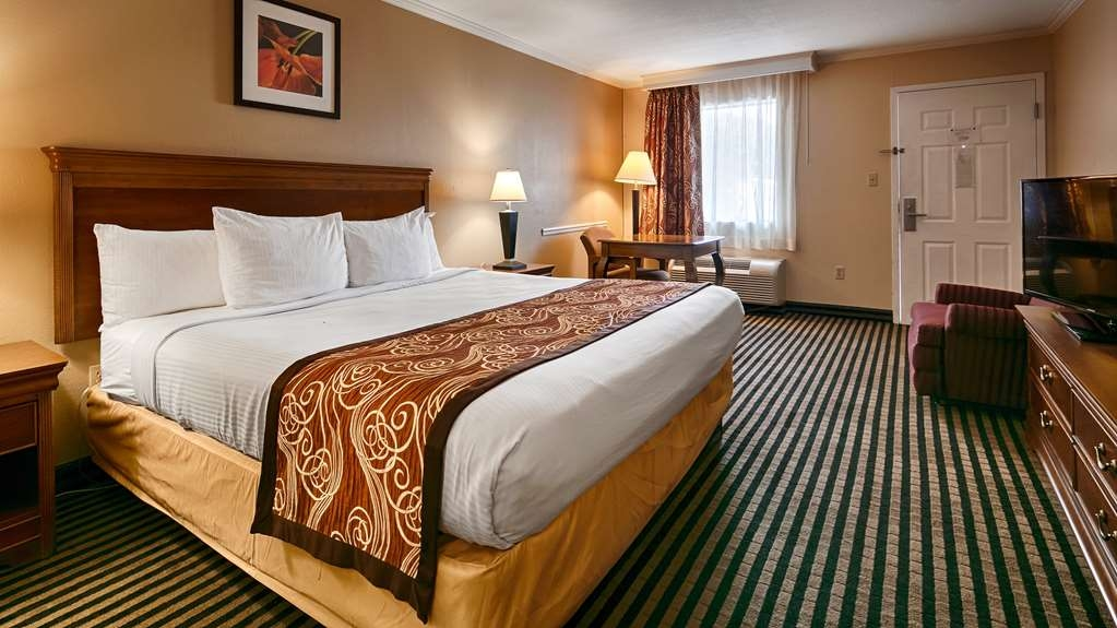 Best Western McKenzie - Guest Room with a King Size Bed