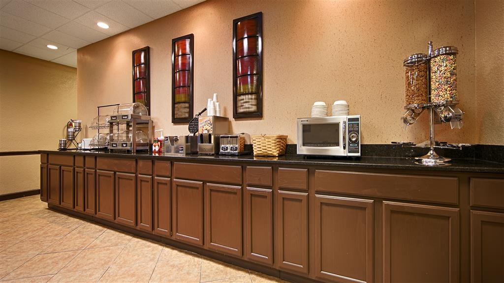 Best Western Johnson City Hotel & Conference Center - Desayuno Buffet