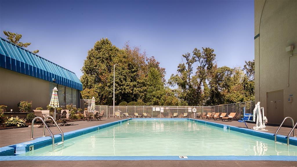 Best Western Johnson City Hotel & Conference Center - Vista de la piscina