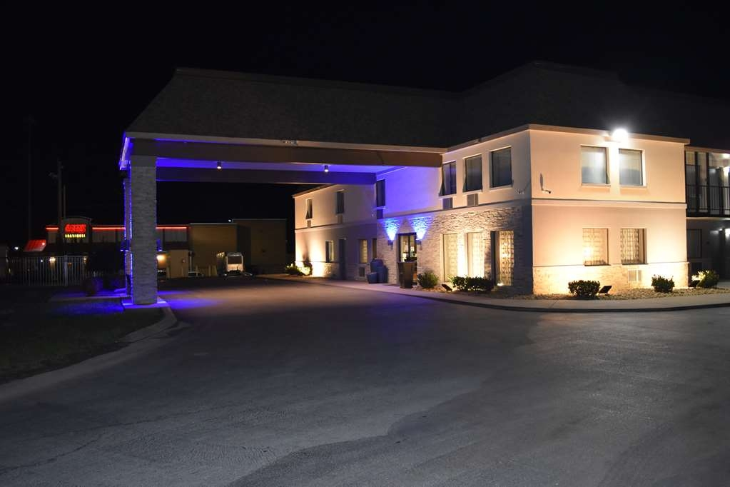 Best Western Executive Inn - Exterior Night View