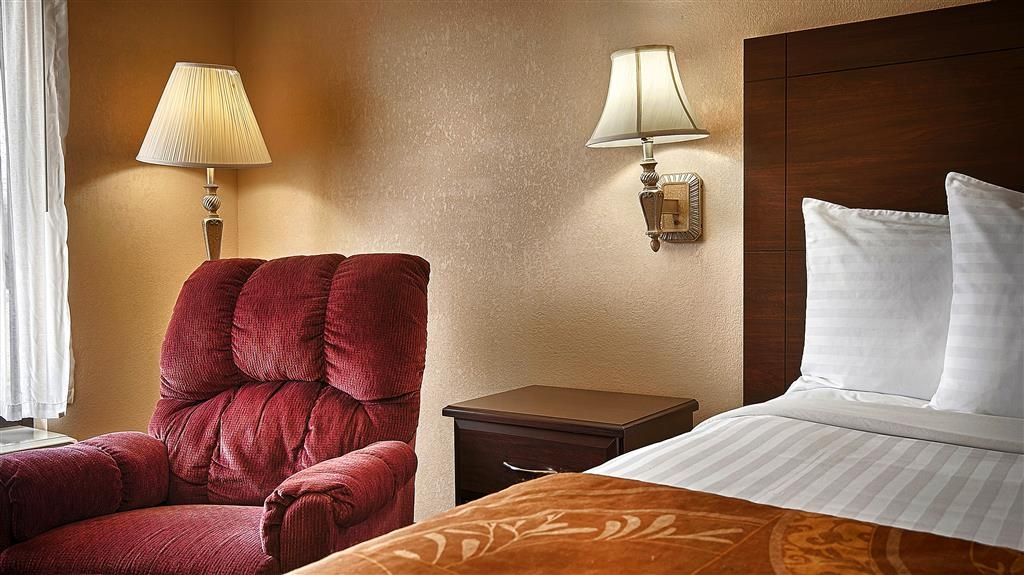 Best Western Tree City Inn - Sink into our comfortable beds each night and wake up feeling completely refreshed.