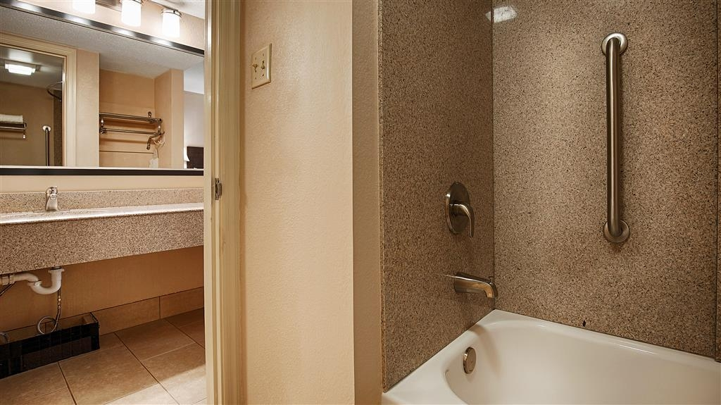 Best Western Tree City Inn - Enjoy getting ready for the day in our fully equipped guest bathrooms.