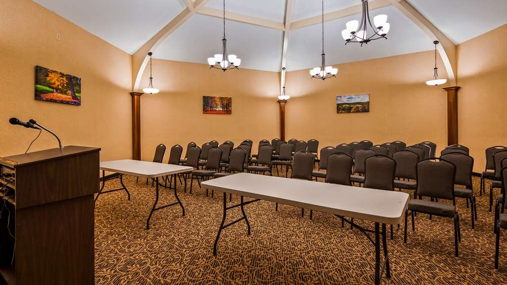 Best Western Tree City Inn - Our professional staff is here to go above and beyond your expectations to ensure your meeting is perfect.