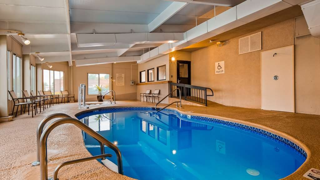 Best Western Tree City Inn - The indoor pool and hot tub are perfect for swimming laps or taking a quick dip.