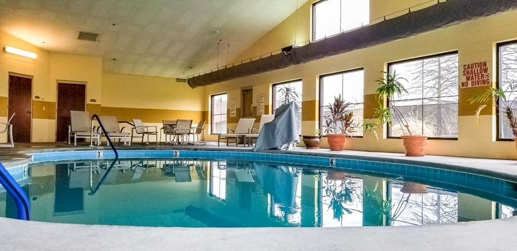 Best Western Plus Strawberry Inn & Suites - Vue de la piscine