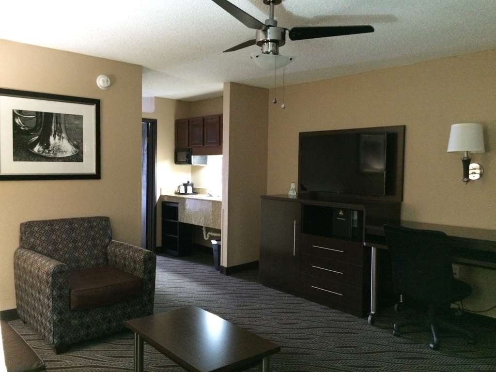 Best Western Plus Galleria Inn & Suites - Suite