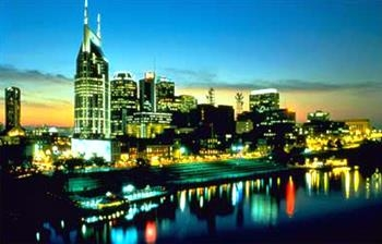Best Western Spring Hill Inn & Suites - Downtown Nashville at Night