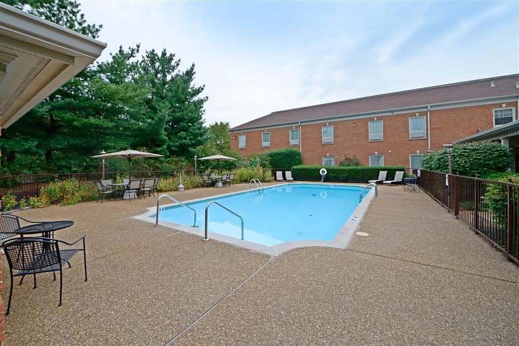 Best Western Spring Hill Inn & Suites - Outdoor Swimming Pool