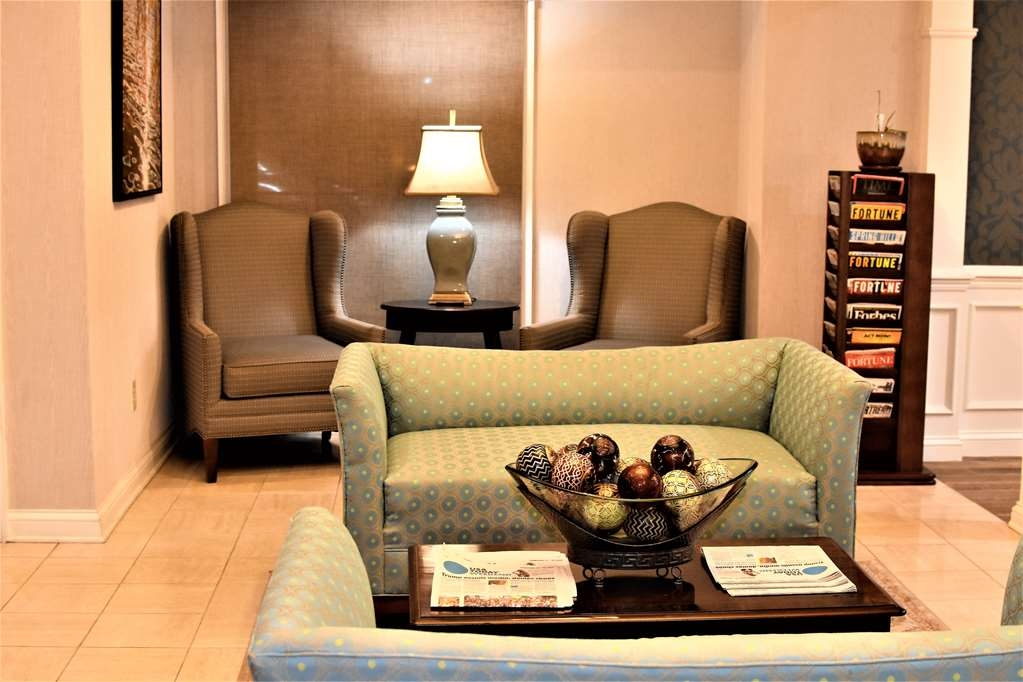 Best Western Spring Hill Inn & Suites - Lobby Sitting Area
