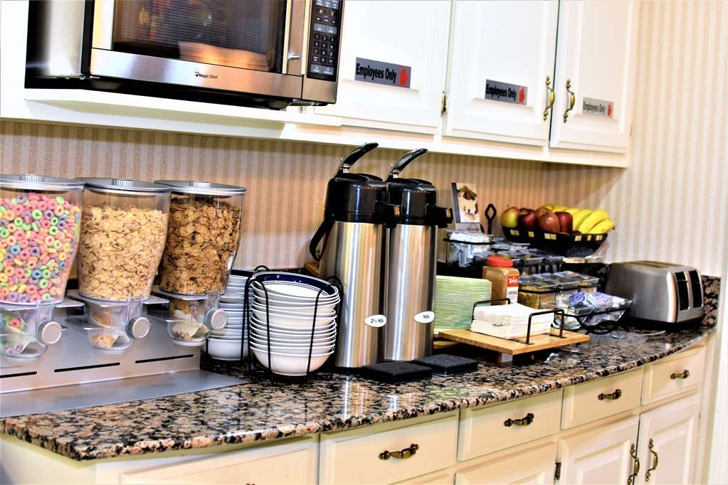 Best Western Spring Hill Inn & Suites - Breakfast Area