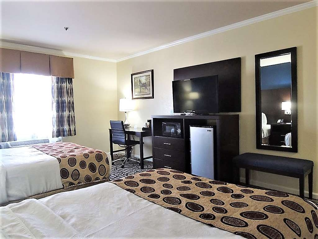 Best Western Spring Hill Inn & Suites - Two Double Bed Guest Room