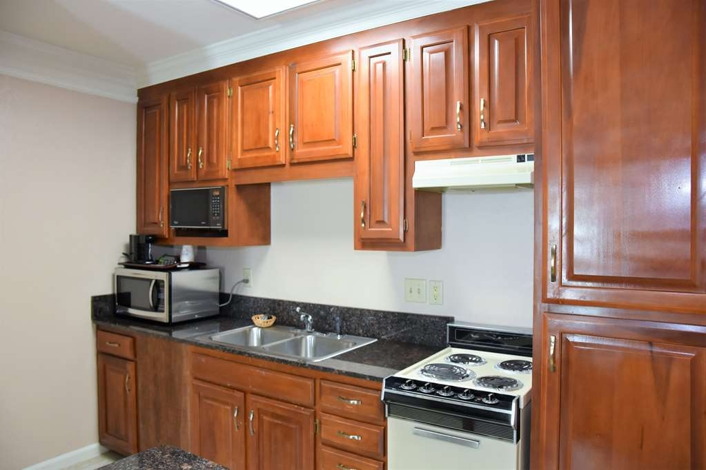 Best Western Spring Hill Inn & Suites - King Suite Kitchen Area