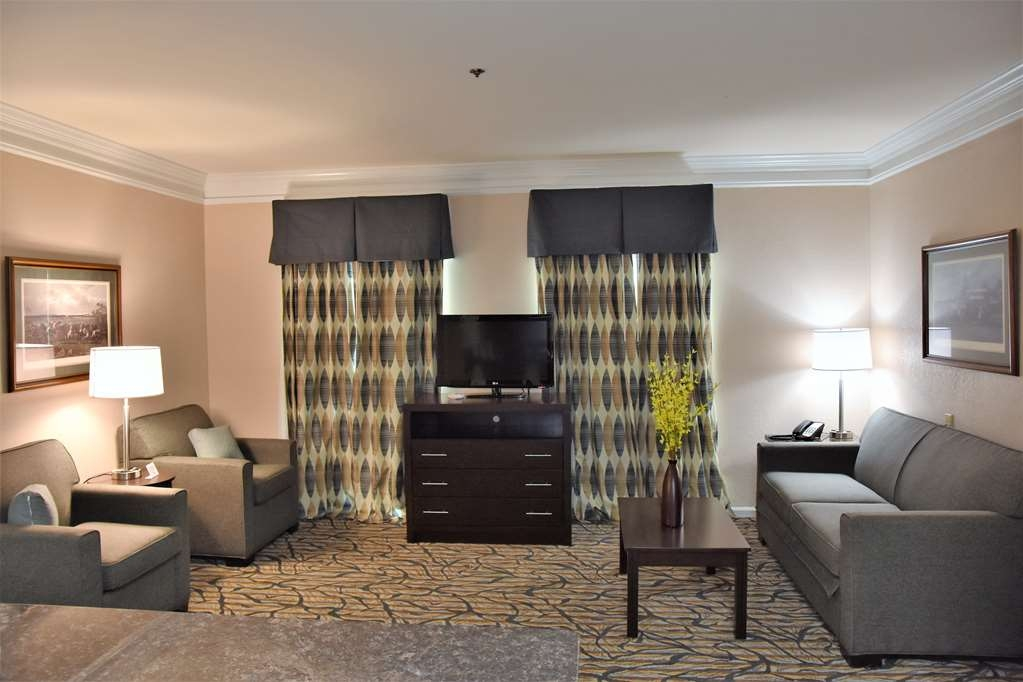 Best Western Spring Hill Inn & Suites - King Suite Living Room