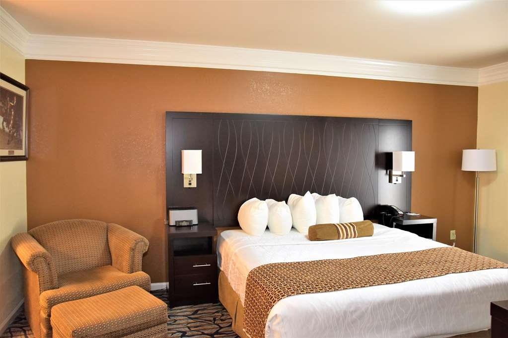 Best Western Spring Hill Inn & Suites - King Suite Bed Room