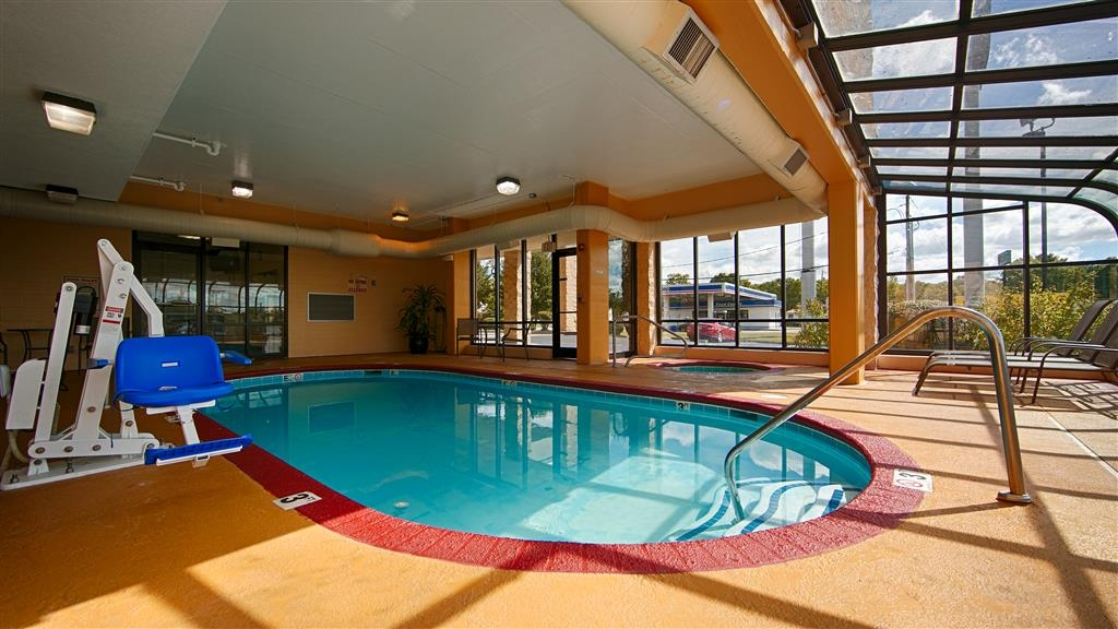 Best Western Knoxville Suites - Downtown - Pool