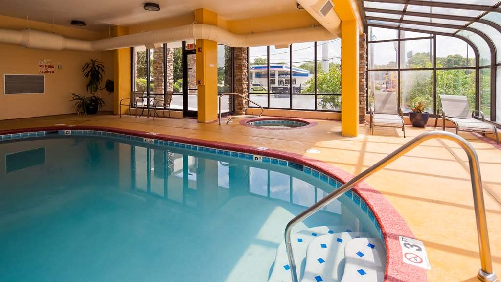 Best Western Knoxville Suites - Downtown - Vue de la piscine