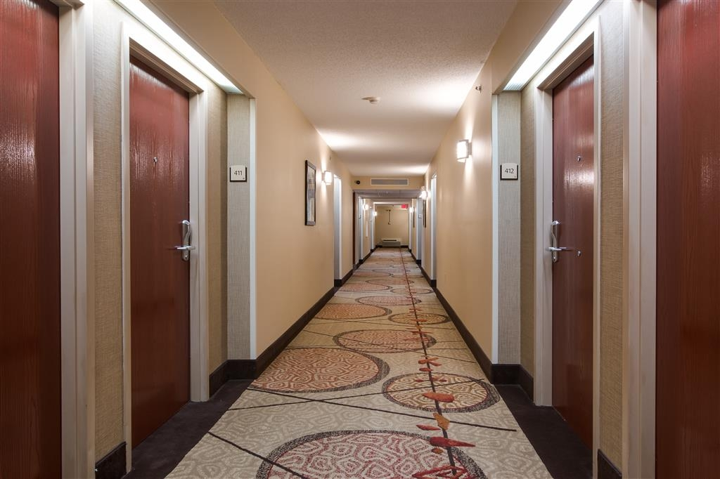 Best Western Plus Belle Meade Inn & Suites - Beautiful hotel corridor.
