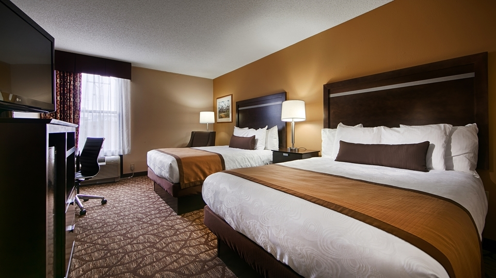 Best Western Plus Belle Meade Inn & Suites - Stretch out and relax in the Double Queen