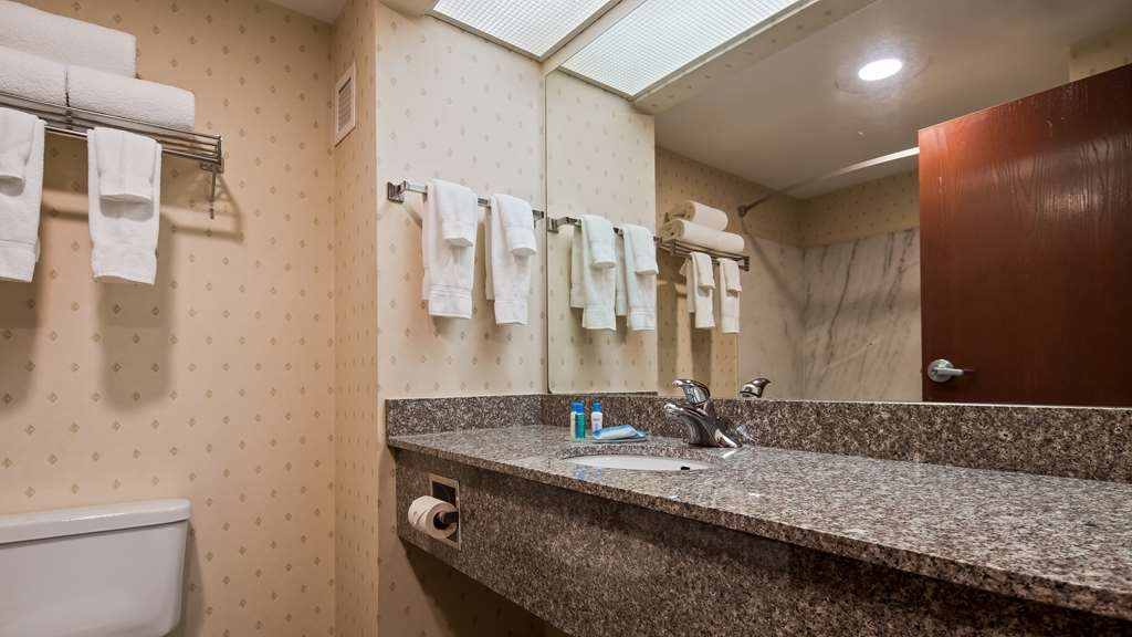 Best Western Plus Belle Meade Inn & Suites - Enjoy getting ready for the day in our fully equipped Guest Bathroom.