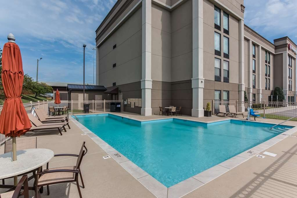 Best Western Plus Belle Meade Inn & Suites - Poolansicht