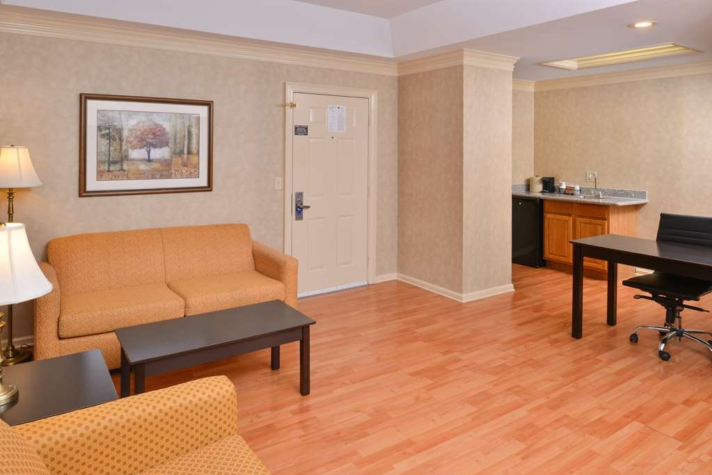 Best Western Brentwood - Stay in this two queen bed suite complete with separate living area, a sofa, two televisions and a small kitchen.