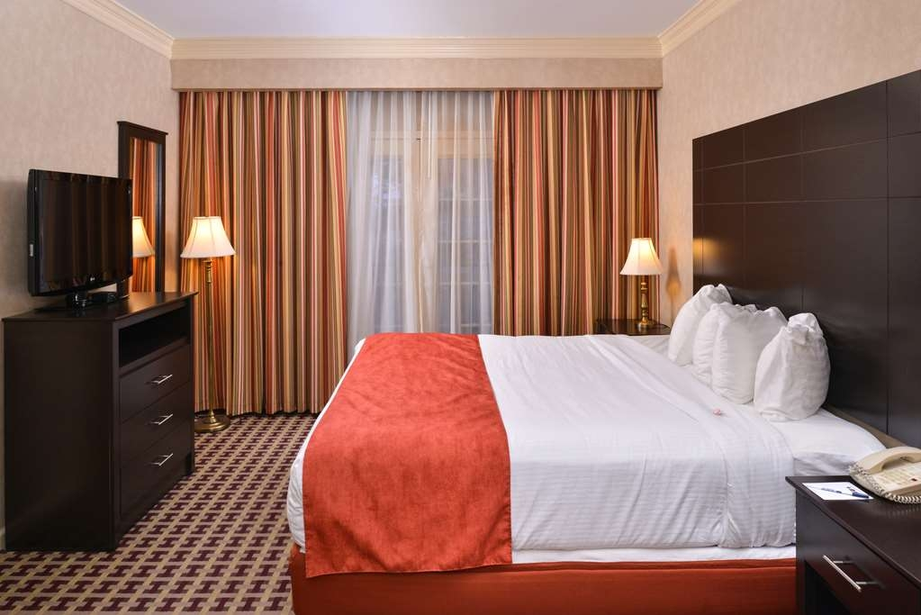 Best Western Brentwood - No matter what Nashville area adventure you choose, you will enjoy a restful night sleep in this suite king room.