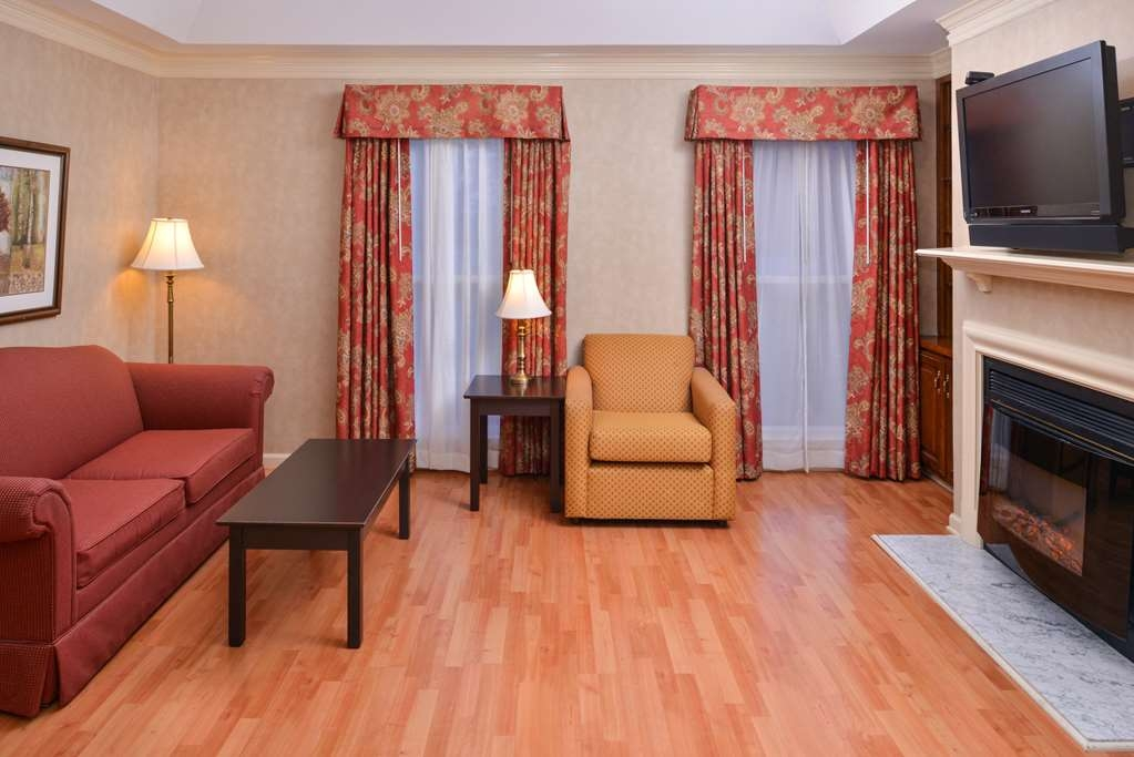Best Western Brentwood - This suite king room offers a separarte living room with high-speed Internet access, refrigerator, sofa and a desk area.