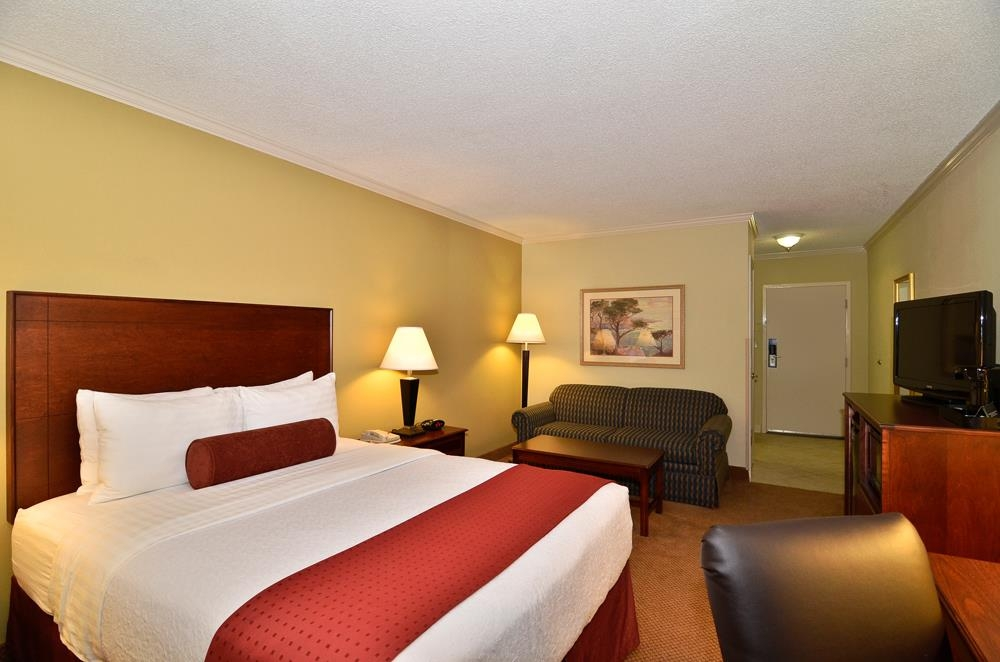 Best Western Plus Morristown Conference Center Hotel - Relax after a long day of travel in one of our business queen rooms.