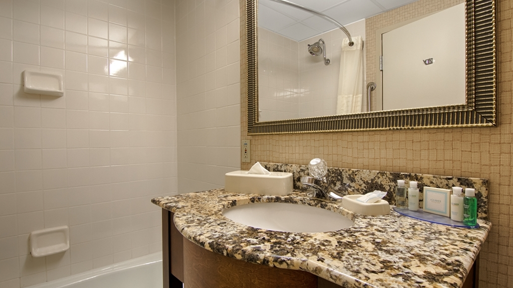 Best Western Plus Morristown Conference Center Hotel - Baño