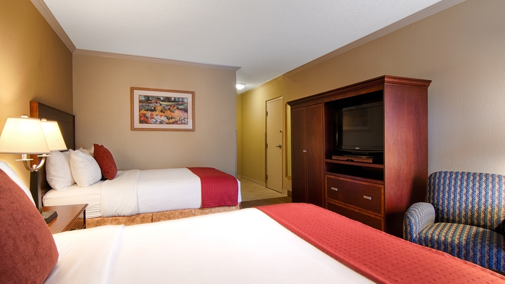 Best Western Plus Morristown Conference Center Hotel - This mobility accessible guest room features two double beds and the bathroom is equipped with a roll-in shower.
