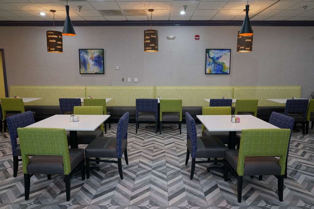 Best Western Plus Morristown Conference Center Hotel - Plenty of comfortable seating in our breakfast room.
