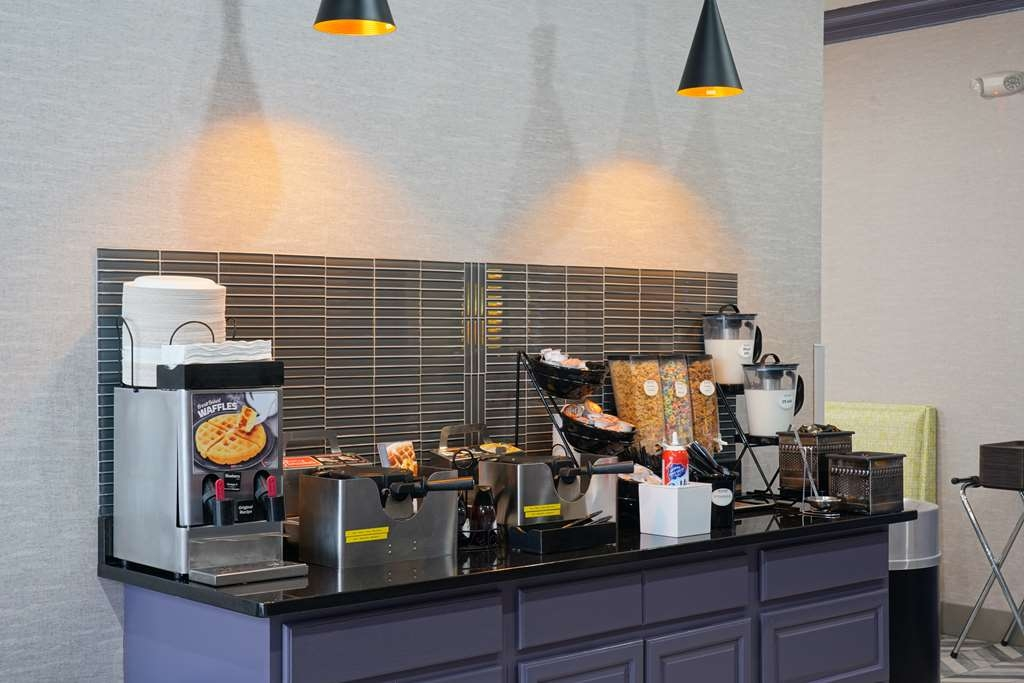 Best Western Plus Morristown Conference Center Hotel - Make your own waffle or enjoy a bowl of cereal for breakfast.