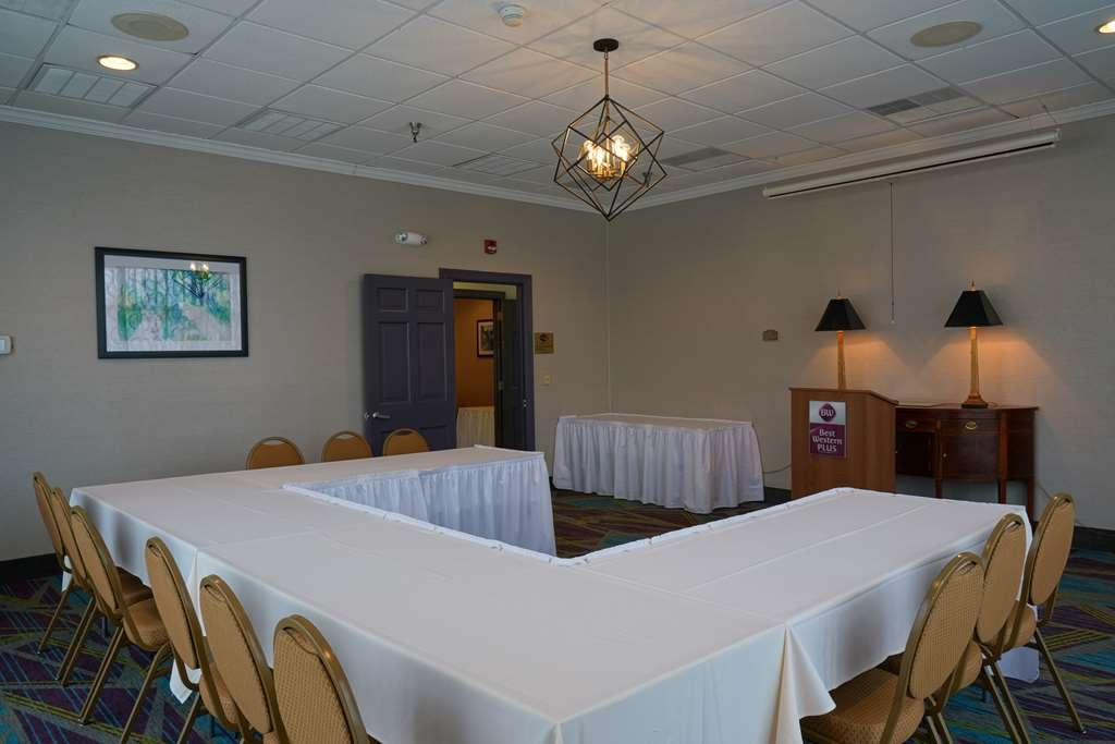 Best Western Plus Morristown Conference Center Hotel - The Mountain View Room is perfect for smaller gatherings.