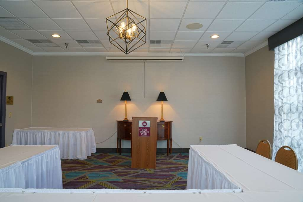 Best Western Plus Morristown Conference Center Hotel - The Mountain View Room can accommodate 20 persons for you smaller meeting.