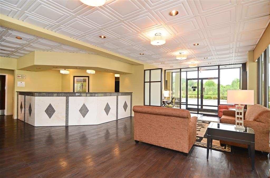 Best Western Cades Cove Inn - First impressions are the most important, and our chic lobby is no exception to that rule.