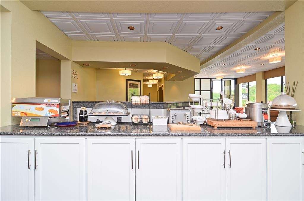 Best Western Cades Cove Inn - Enjoy a balanced and delicious breakfast with choices for everyone.