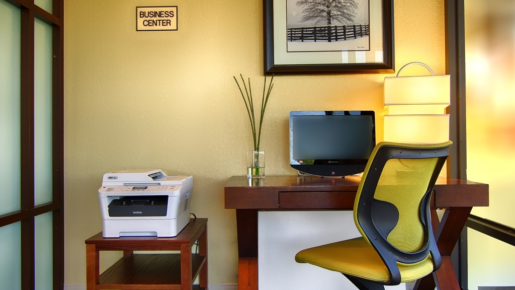 Best Western Cades Cove Inn - Keep connected with your loved ones in our business center.