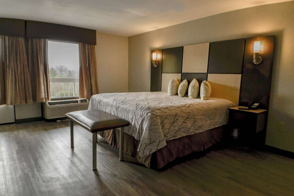 Best Western Cades Cove Inn - Your comfort is our first priority. In our King Suite, you will find that and much more.